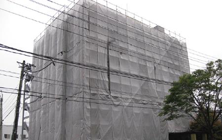 4 月7日の最大余震で本社ビルは一部が損傷し、修復中
